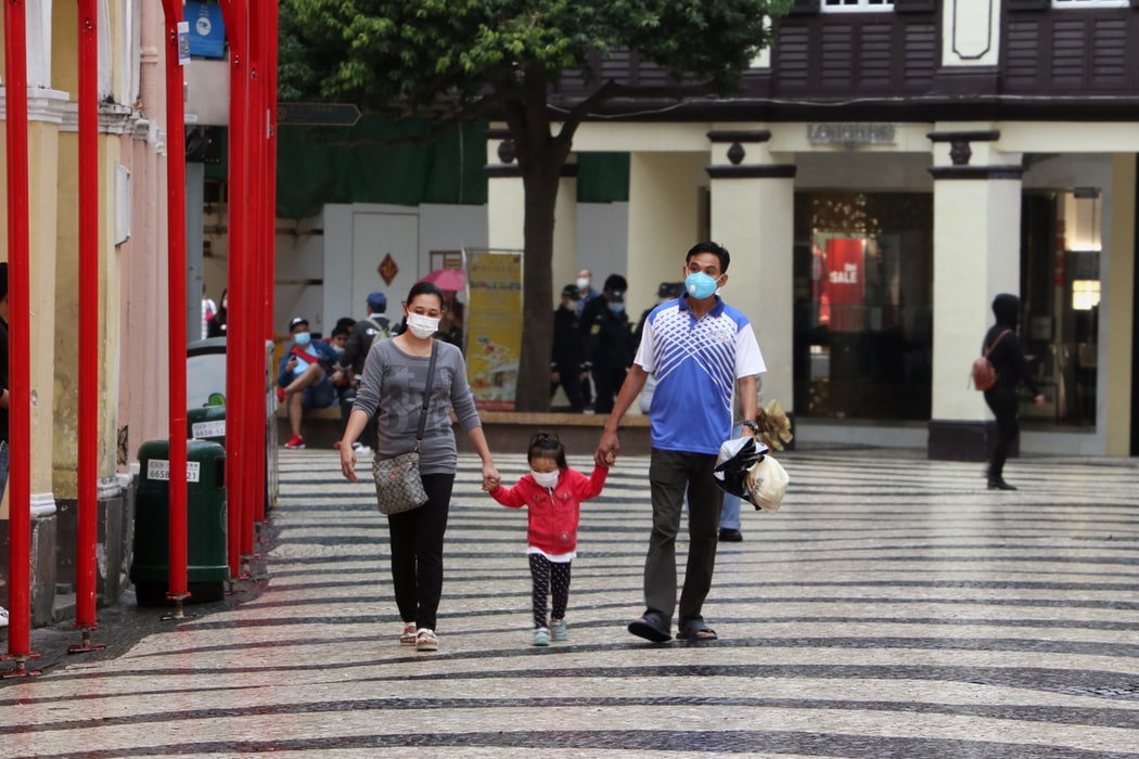 Family walking in Macau, China. By Macau Photo Agency (CC by 2.0)